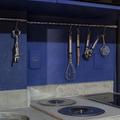 Cozinha Azul Integrada com Varanda decorada com utensílios anexados  na bancada