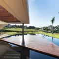 deck em ilha divide 3 profundidades da piscina com raia semi olimpica