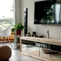 Espaço para assistir TV integrado com a varanda.