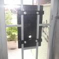 Fixação do painel no portão de entrada - 2