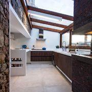 Cozinha com teto transparente