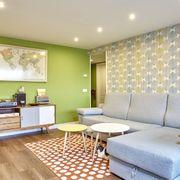 sala decorada com papel de parede