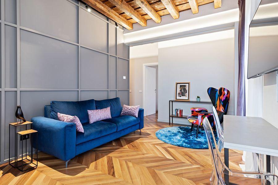 sala com piso de madeira