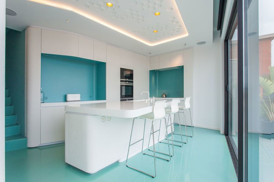 cozinha com piso de resina epóxi