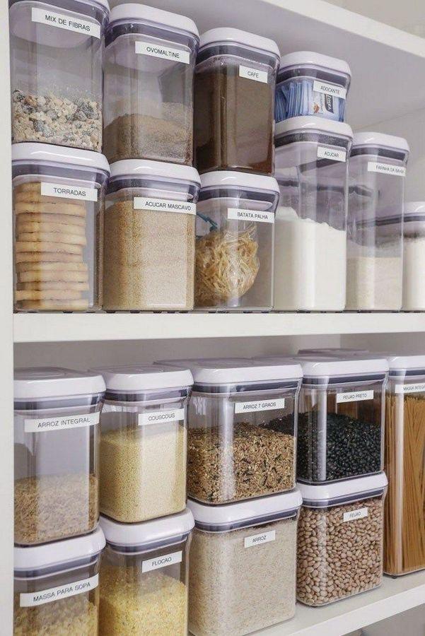 armario de cozinha organizado