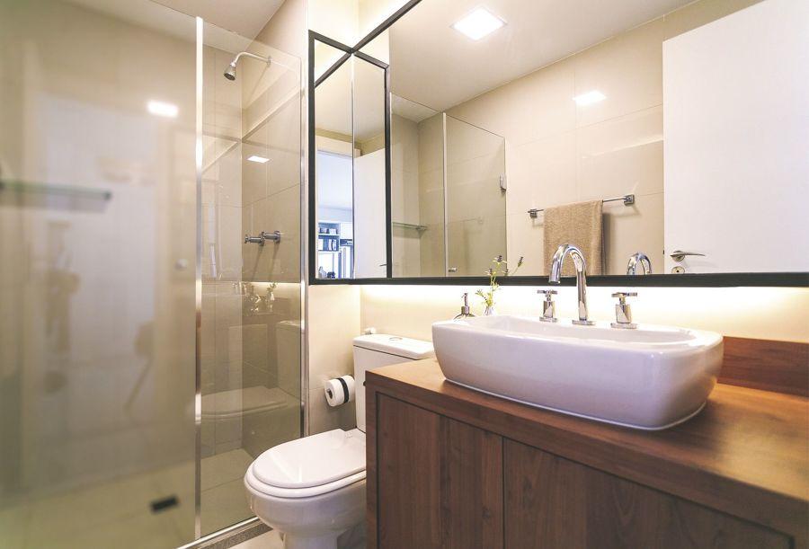 banheiro com iluminação LED