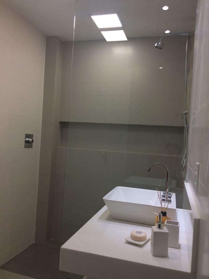 Banheiro Social - Box com nicho e para ducha