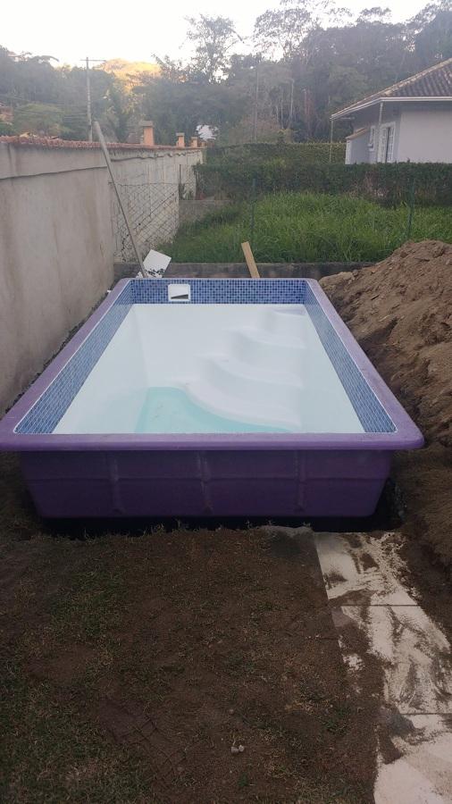 Colocando a piscina no local