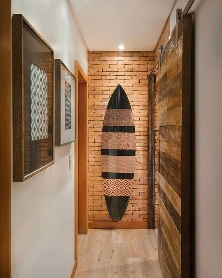 corredor estreito decorado