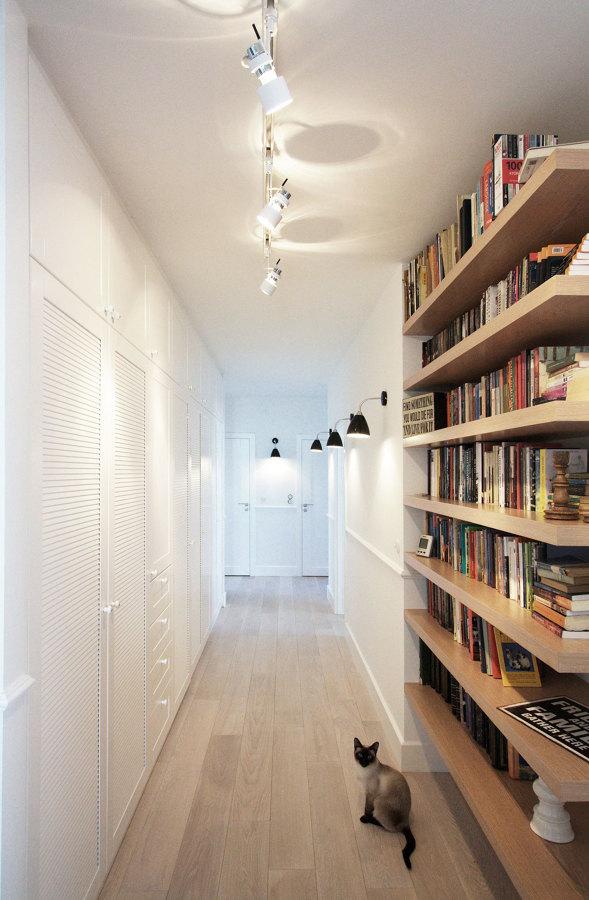 corredor com espaço para armazenagem