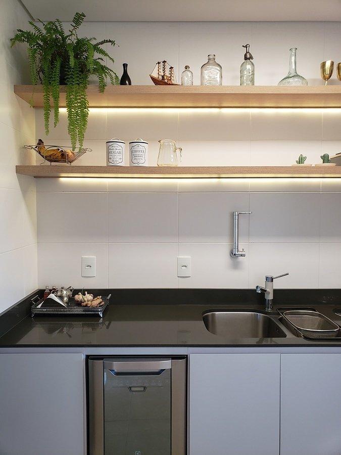 cozinha com bancada de silestone