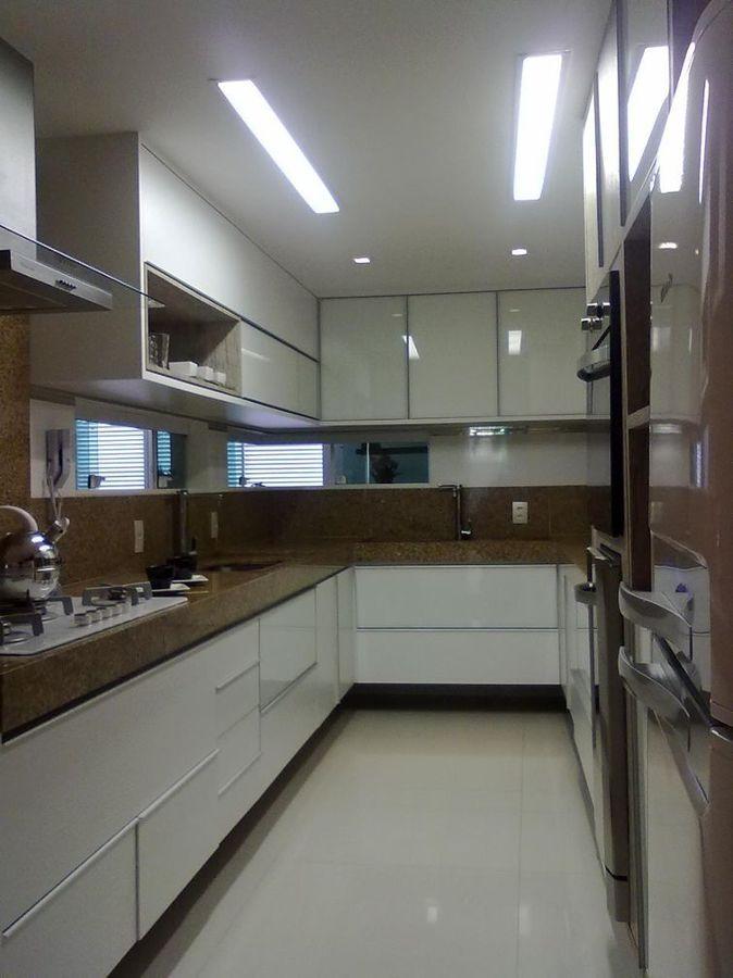 cozinha com portas de vidro