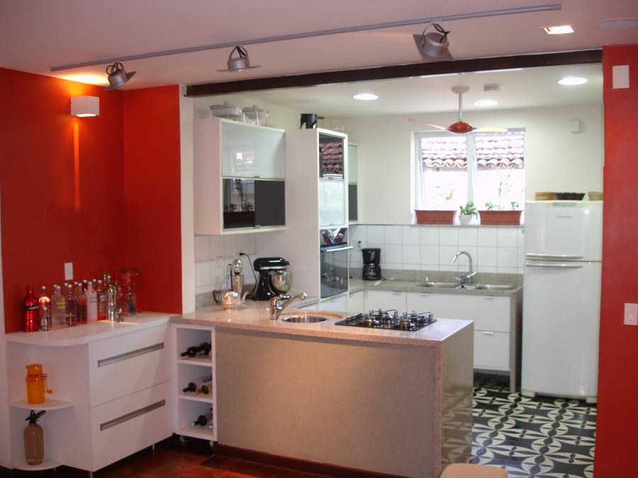 Cozinha contemporânea com penísula