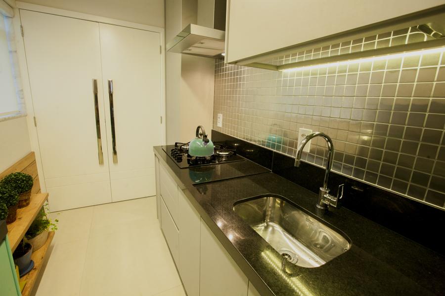 Cozinha e área de serviço escondida