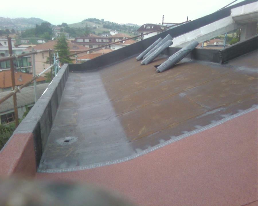 Dois exatrato de manta asfaltica, nao precisa de telhas.
