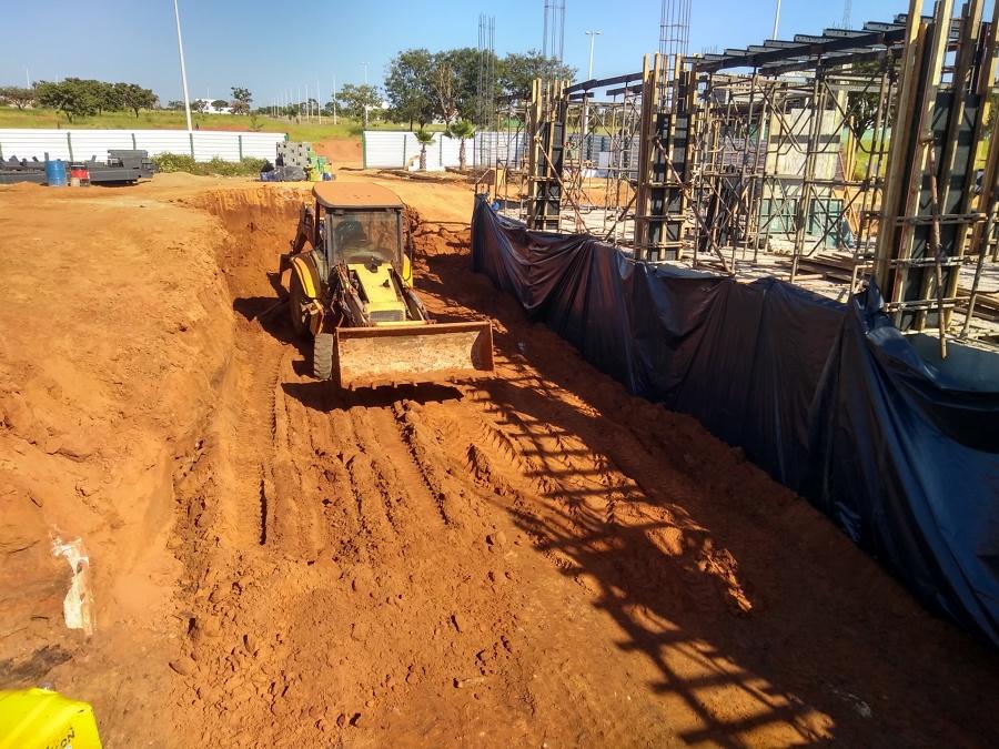 Escavação da Piscina Semi-Oímpica