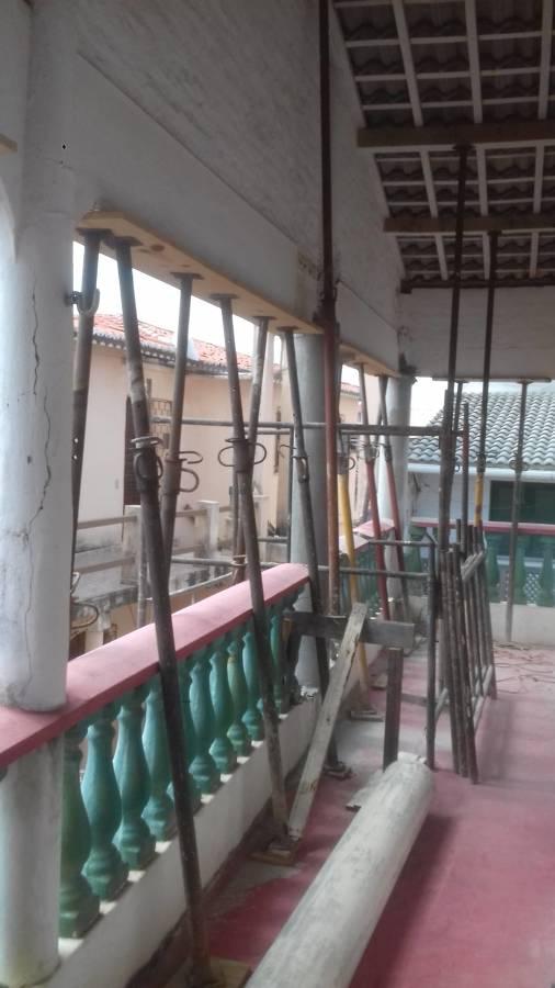 Escoramento das vigas para demolir pilares
