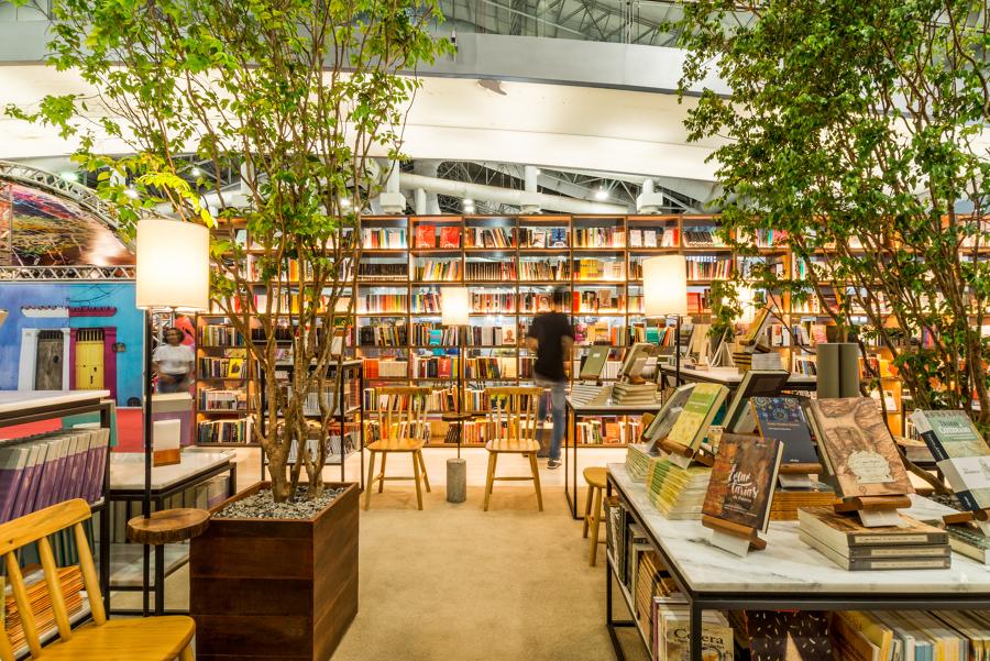 Espaço de exposição de livros 02