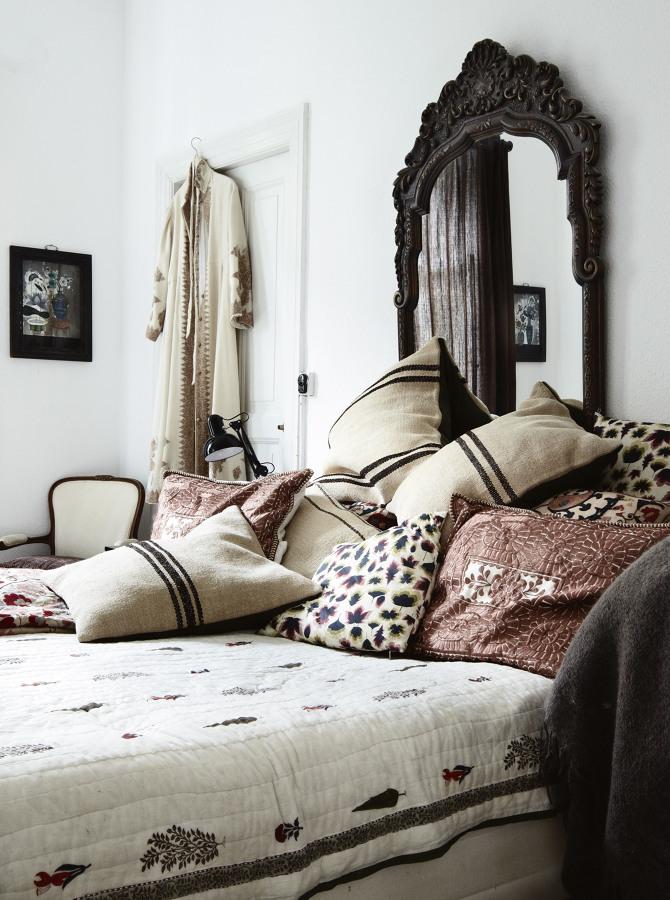 Espelho atrás da cama
