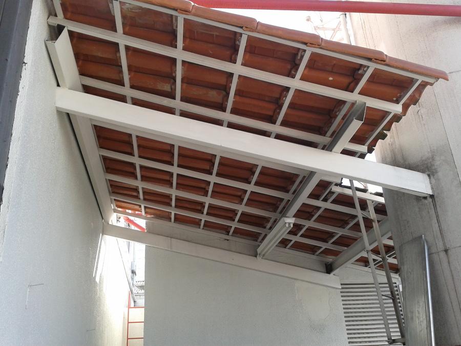 Estrutura metálica e telhado
