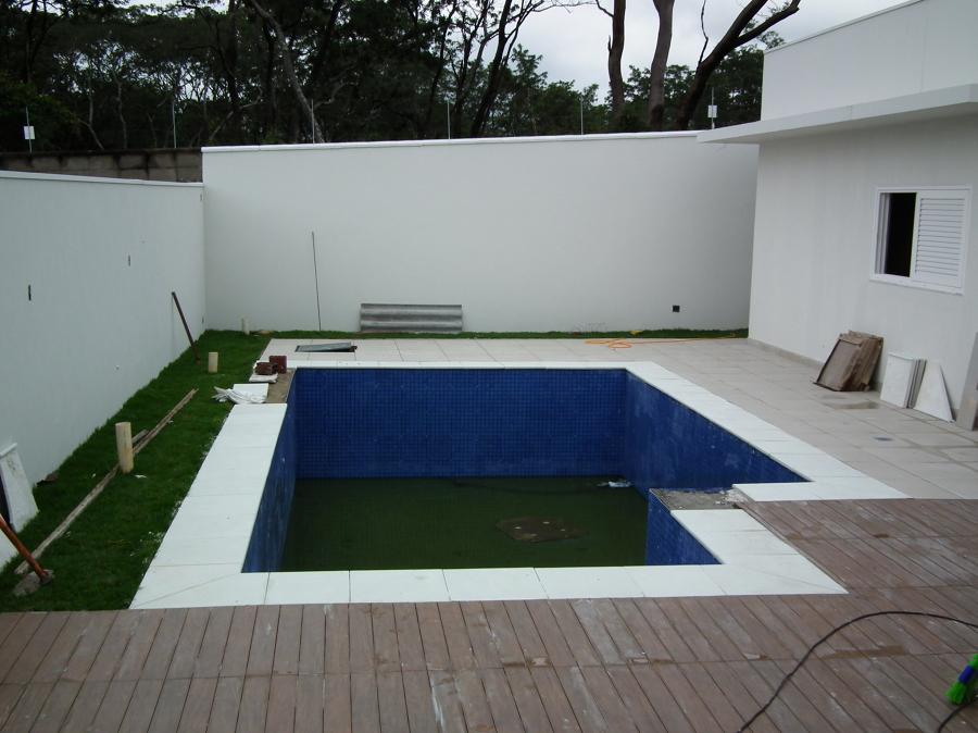 Fabricação e execução de bordas de piscina e piso
