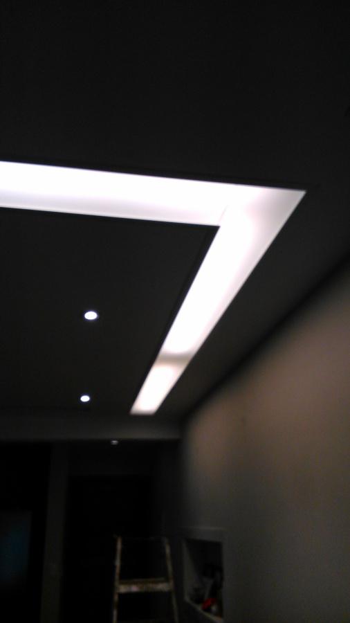 Foram utilizadas lâmpadas tubulares de 200mm