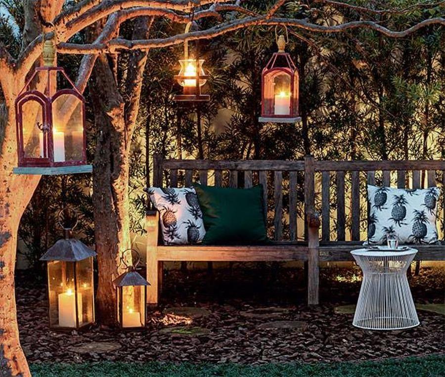 iluminação com velas e lanternas