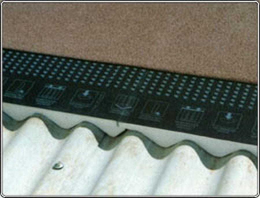 Isolante termico com isopor na forma da telha de amianto.
