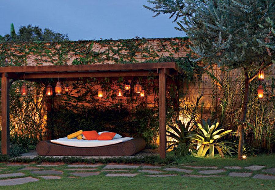 luminárias no jardim