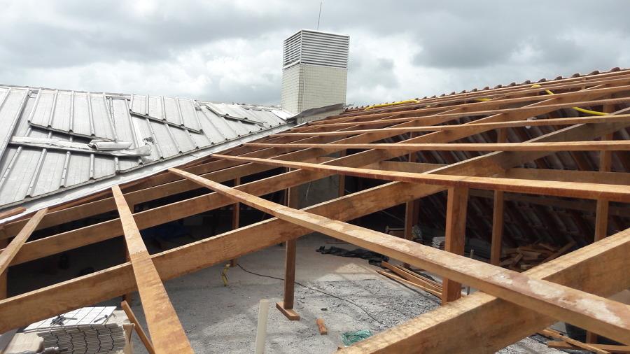 Madeiramento pronto para receber as telhas termoacústicas