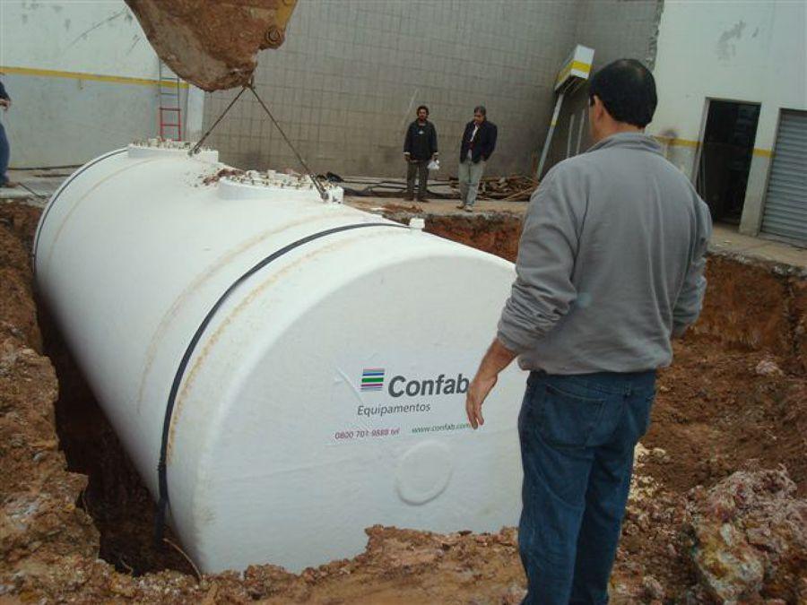 Colocação de tanques novos