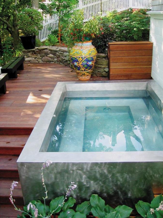 piscina pequena de concreto