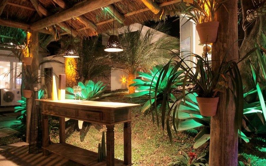 iluminação de jardim com luz verde