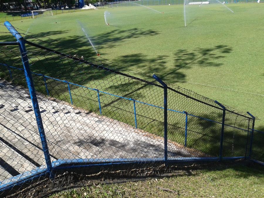 Recomposição de alambrado e grama