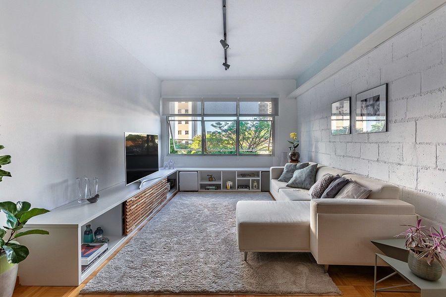 sala branca com tapete
