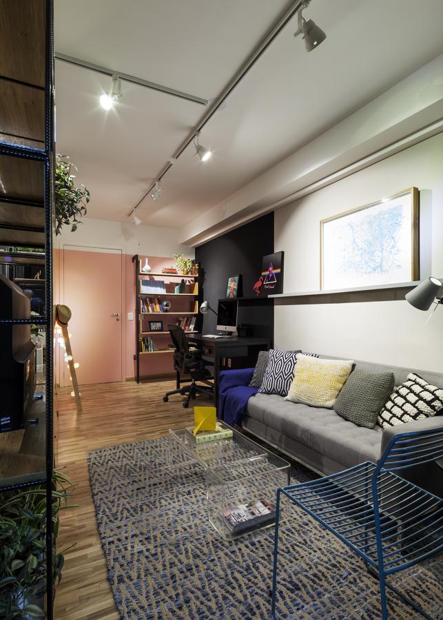 Sala de Estar Integrada com Home Office e Hall de Entrada Moderna e Contemporâneo