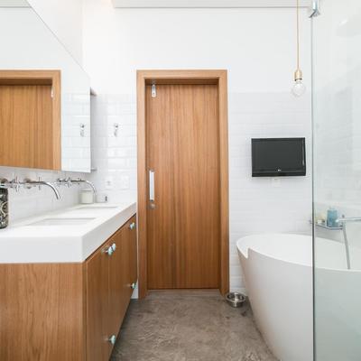 7 maneiras de incluir uma banheira em seu banheiro pequeno