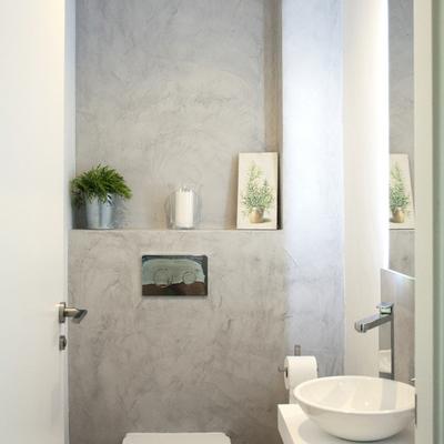 Banheiros com cimento queimado, uma opção acessível e durável