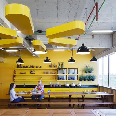 Copa principal, espaço para os funcionários almoçarem.