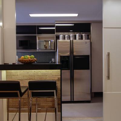 Integração de sala de estar e cozinha