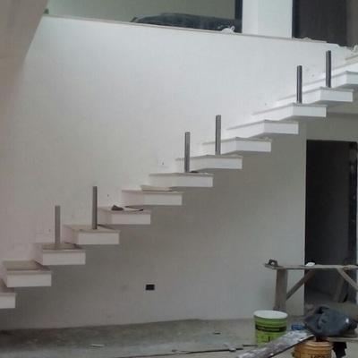 escada RETA com os degraus em BALANÇO...
