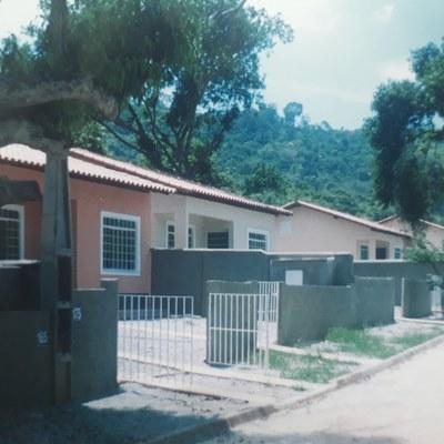 Construção de casas em condomínio, para venda com financiamento  da caixa econômica federal.