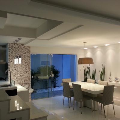 Sala de jantar e cozinha integrada