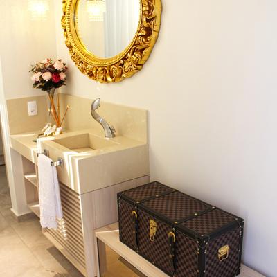 Elegância e modernidade marcam projeto de móveis em residência.
