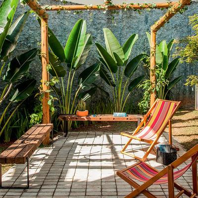 Enfrente as chuvas com pisos permeáveis no jardim