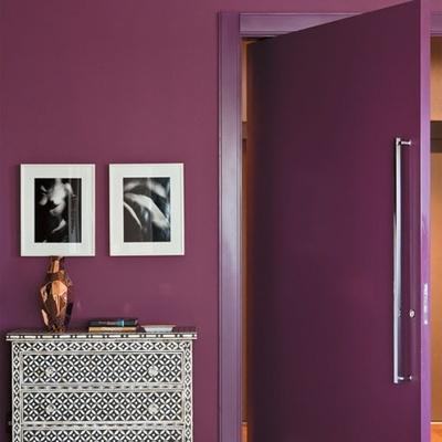 Seja ousado e coloque cor nas suas portas