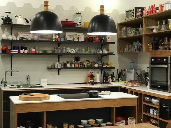 Bancada da Cozinha com Cooktop e prateleiras