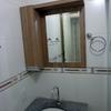 Banheiro em larnaca, com espelho