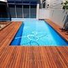 Proteger borda pontiaguda entre decks da piscina