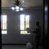 Trabalho da colocação da cortina quarto de hóspedes